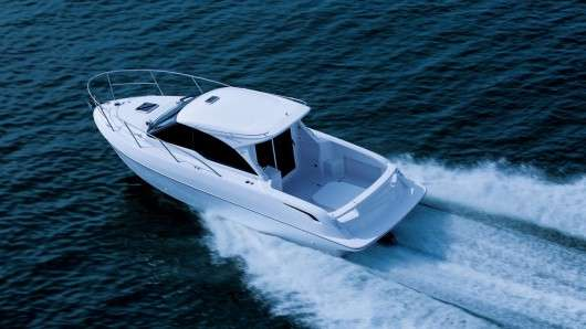 Тойота побудувала катер обладнавши його 260 сильним двигуном від Land Cruiser