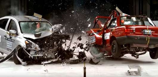 Краш-тест: Старий автомобіль проти нового