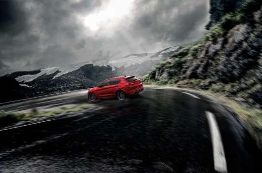 Італійський кросовер спортивного спрямування Alfa Romeo Stelvio