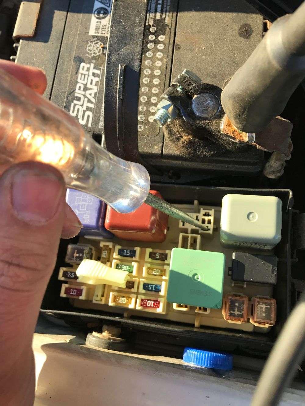Як зробити дешеве протиугінний пристрій автомобіля своїми руками