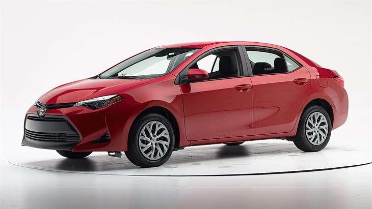 Краш-тест 2017 Toyota Corolla