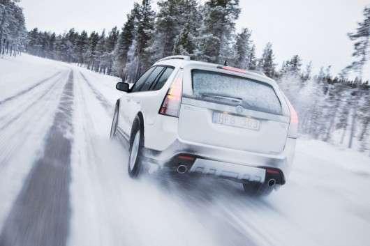 Як зупинити автомобіль на снігу з системою ABS
