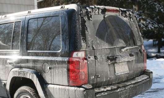 Ось чому сіль і реагенти розїдають ваш автомобіль