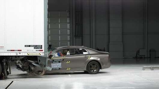 IIHS зазначив виробників найбільш безпечних вантажних напівпричепів