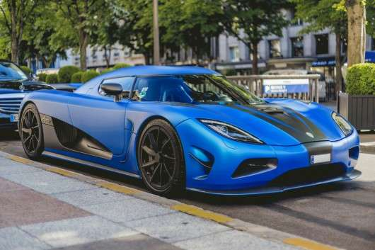 9 причин, по яких люди купують розкішні машини