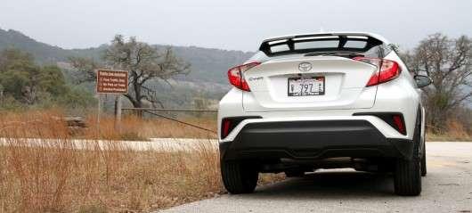 Перший огляд кросовера 2018 Toyota C-HR | Зустрічають по одягу