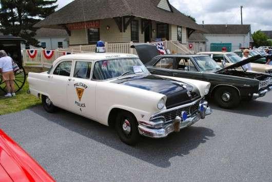 Як змінювалися поліцейські автомобілі в США з 1950 по 2017 року