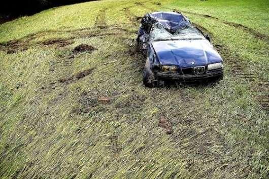 Автомобільне кладовище машин, постраждалих від погодних катаклізмів