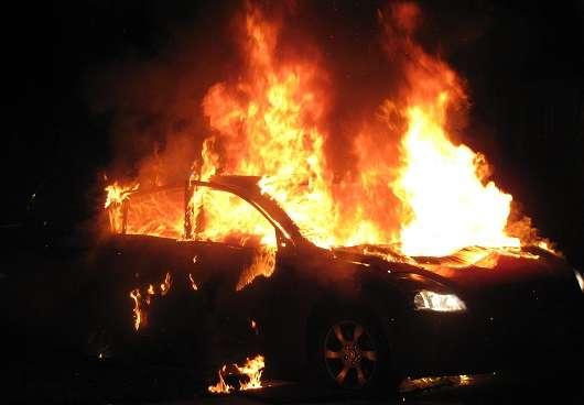 Може вибухнути автомобіль