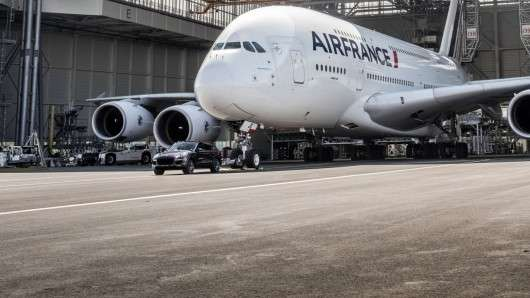Новий рекорд Гінесса: Porsche Cayenne буксирує Airbus A380