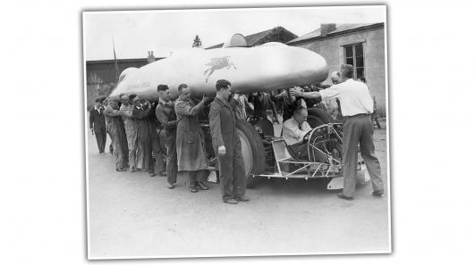 У 1938 році автомобілі вже могли розганятися до швидкості понад 600 км/год