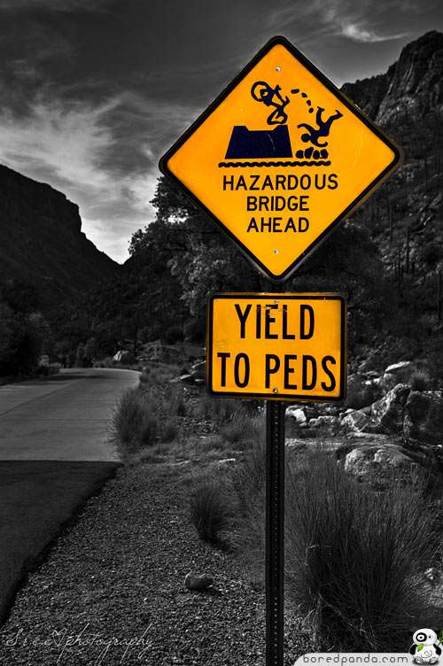 Смішні дорожні знаки